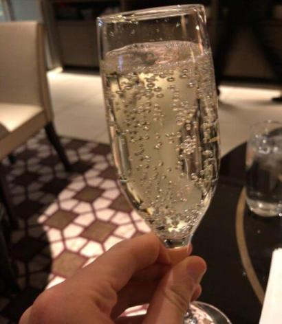 東京マリオットのエグゼクティブラウンジのスパークリングワイン