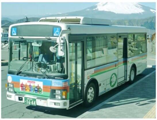 「PASMOのミニロボット」が特別にデザインされたバスマスクのバス