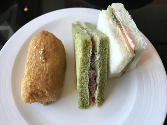 シャングリ・ラ ホテル 東京のホライゾンクラブラウンジのサンドイッチ・いなり