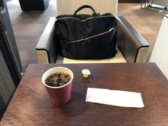 D's ラウンジトーキョーのテーブル・コーヒー