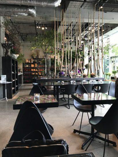 ニコライ・バーグマン・フラワーズ&デザインのカフェの店内