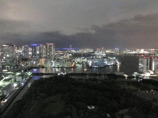 コンラッド東京のエグゼクティブルーム(ベイサイド)の夜景