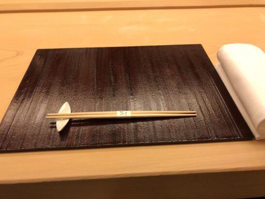 銀座小十のテーブル