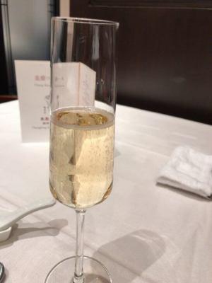重慶飯店 麻布賓館のグラスシャンパン