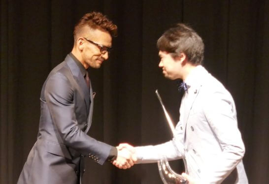 中田英寿氏と蔵元代表者の握手