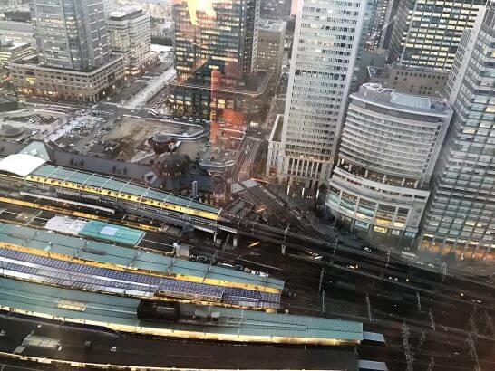 シャングリラホテル東京の客室から見下ろす東京駅