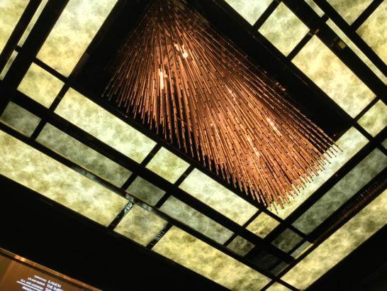 帝国ホテル東京のエレベーター(天井)