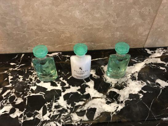 シャングリラホテル東京の浴室のアメニティ