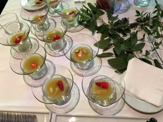 苺とオクラという和の食材とフレンチが融合したスープ