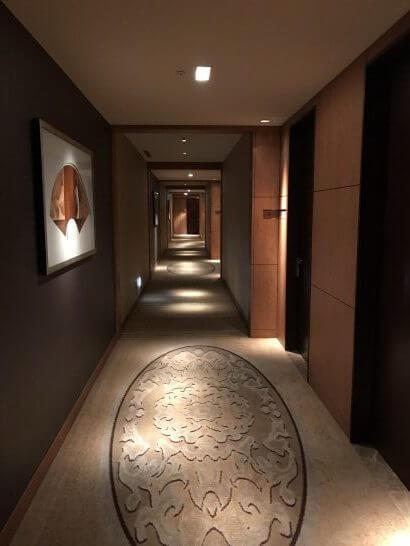 シャングリ・ラ ホテル 東京のクラブフロアの廊下
