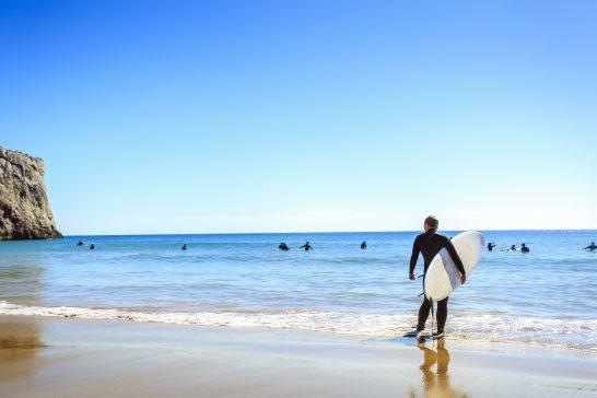 海でのサーフィン