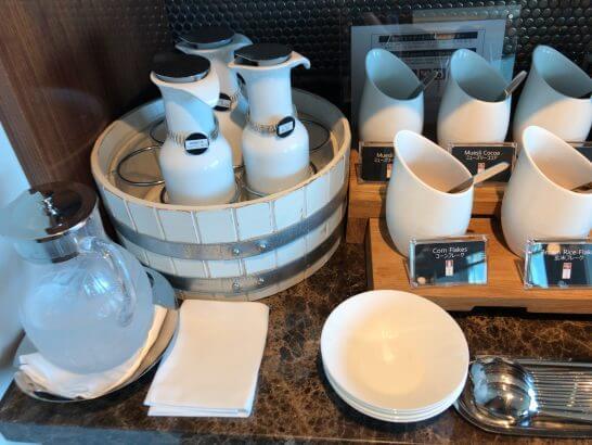 ザ・プリンスギャラリー 東京紀尾井町のクラブラウンジの朝食 (ミルク)