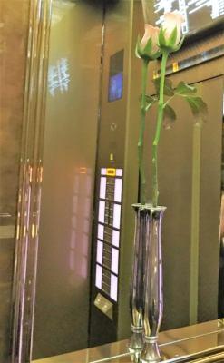 帝国ホテル東京のエレベーター(花)