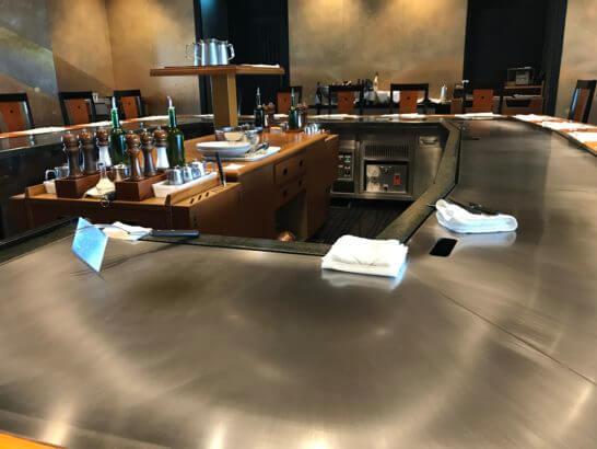 帝国ホテル東京の嘉門の調理の準備