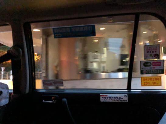タクシーの車内