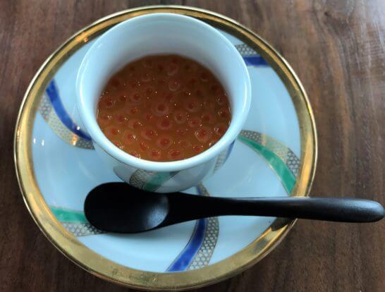 白い卵の茶碗蒸し イクラ醤油漬掛け、柚子