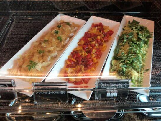 ザ・プリンスギャラリー 東京紀尾井町のクラブラウンジのタケノコ煮、パプリカのマリネ、春野菜
