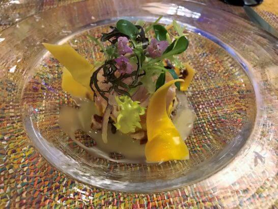 椿山荘のイル・テアトロの前菜(びんちょう鮪のタルタルと南瓜のインサラータルッサゆず風味のドレッシング)