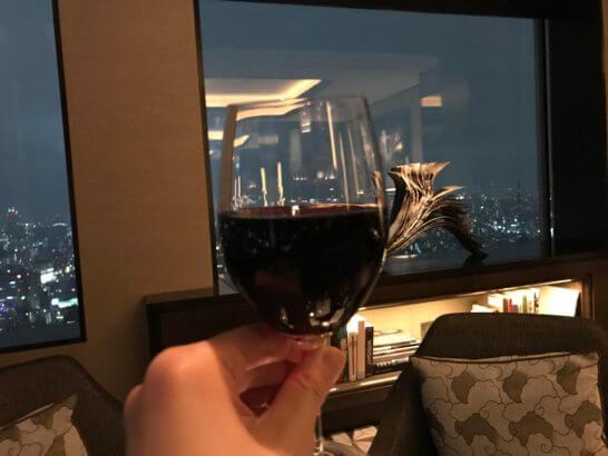 ザ・リッツ・カールトン東京のクラブ・ラウンジでの赤ワイン
