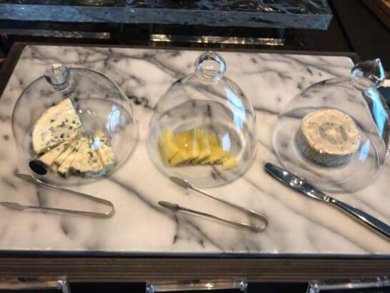 ザ・プリンスギャラリー 東京紀尾井町のクラブラウンジのチーズ