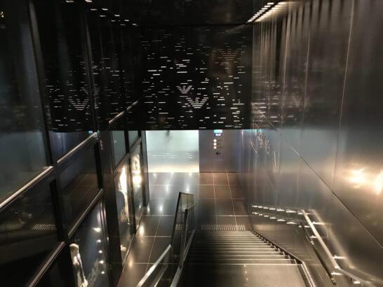 東京メトロ 銀座駅の入り口(アルマーニ銀座タワー下)