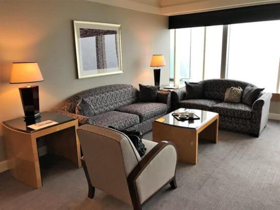 ザ・リッツ・カールトン東京のスイートルームのソファー