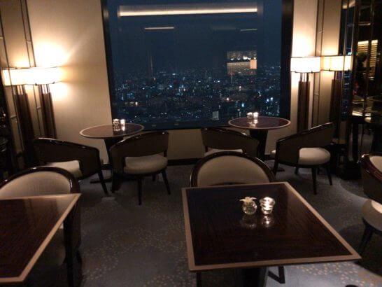 ザ・リッツ・カールトン東京のクラブラウンジの夜の模様