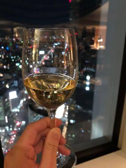 名古屋マリオットアソシアホテルのエグゼクティブラウンジの白ワイン
