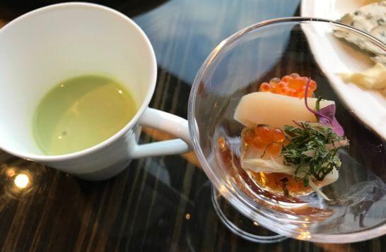 シャングリ・ラ ホテル東京のホライゾンクラブラウンジのスープとホタテ