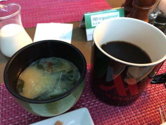 東京マリオットホテルの朝食の味噌汁・コーヒー