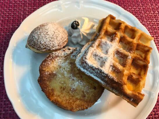 東京マリオットホテルの朝食のワッフル・フレンチトースト