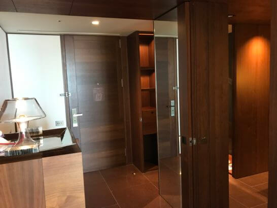 アンダーズ東京の客室の入り口