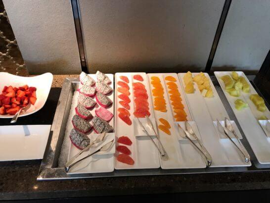 シャングリラ・ホテル東京の朝食のフルーツ