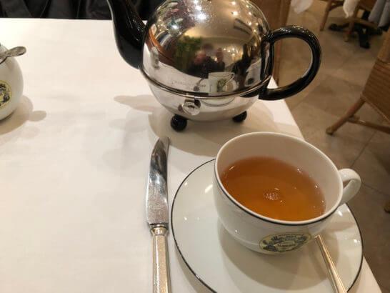 ラグジュアリーカード限定ブレンド「LUXURY TEA」のポットとカップ