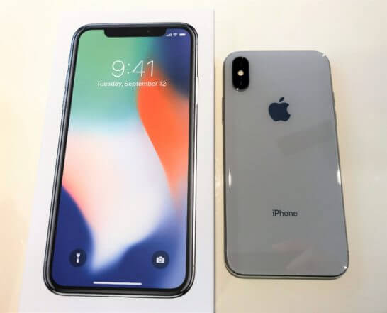 iPhone Xの箱と本体