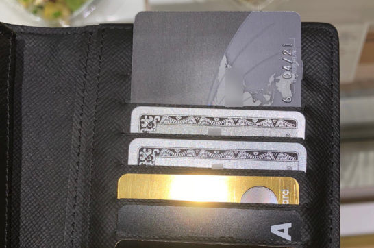 ダイナースプレミアム、アメックス・プラチナ、ラグジュアリーカード、三井住友VISAプラチナカードが入ったお財布