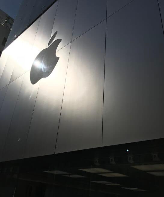 アップルストア銀座店(Appleのロゴ)