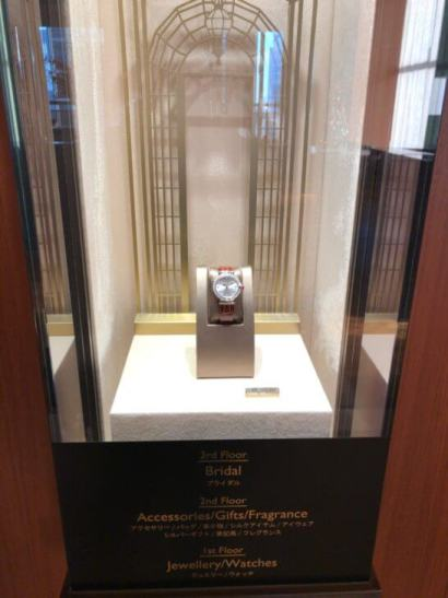 ブルガリ イル・バールのエレベーター脇に飾られていた時計