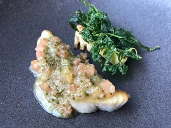 コンラッド東京のコラージュの魚料理(鰆のポワレ 筍と田セリ)