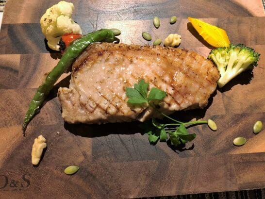 富士マリオットホテルのレストランの豚肉料理