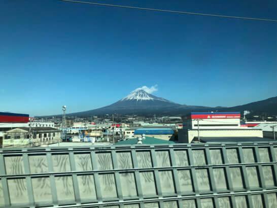東海道新幹線の車窓から見える富士山