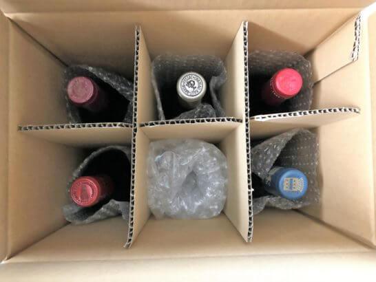 エノテカのワインが入った段ボールを空けたところ