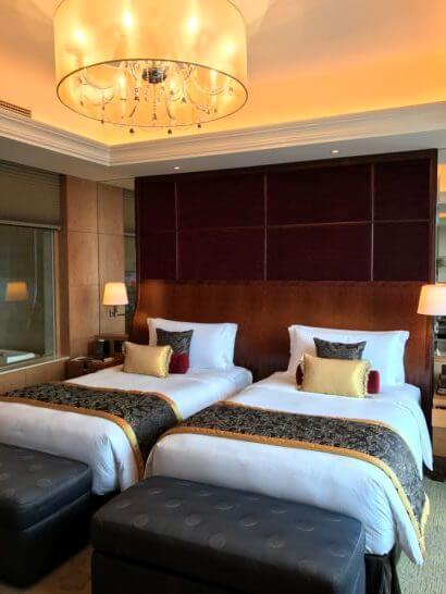 シャングリ・ラ ホテル東京のスイートルームのベッド