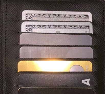 ブラックカードが入ったお財布