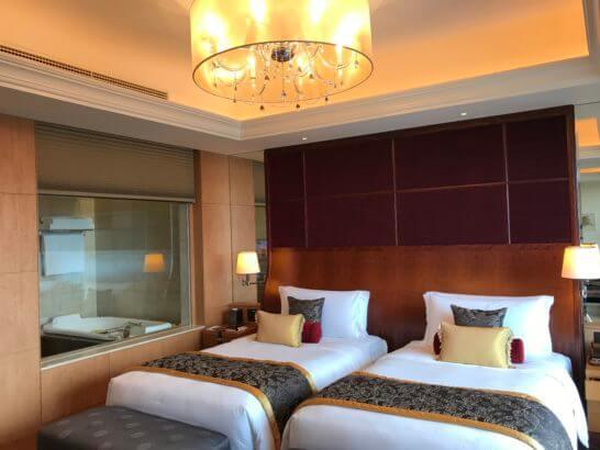 シャングリ・ラホテル東京のスイートルームのベッドルーム