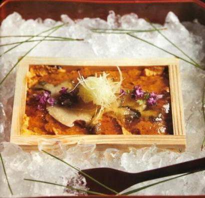 ザ・クラス 名食倶楽部の料理の例 (淡路産一枚雲丹 鮑)