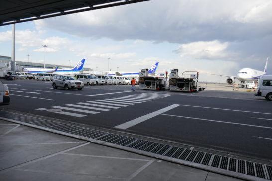 駐機中の飛行機周辺のエリア