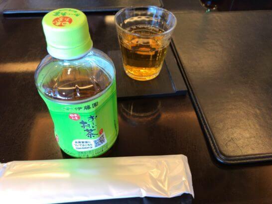 新生銀行プラチナサロンの飲み物・おしぼり