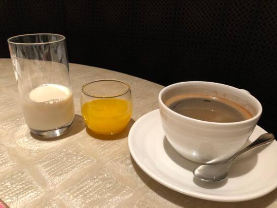 ウェスティンホテル東京のザ・テラスのコーヒー・豆乳・フレッシュジュース