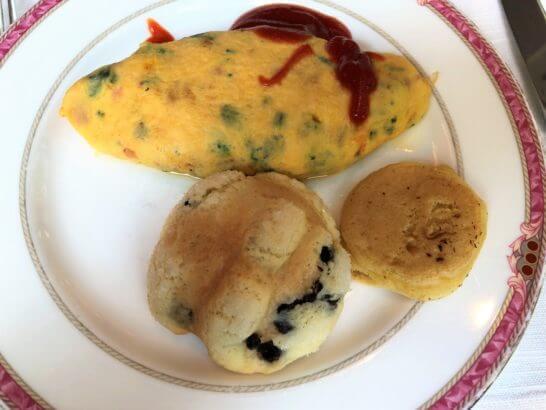 ウェスティンホテル東京のザ・テラスのオムレツ・メロンパン・パンケーキ